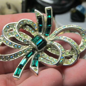 jewelry brooch help