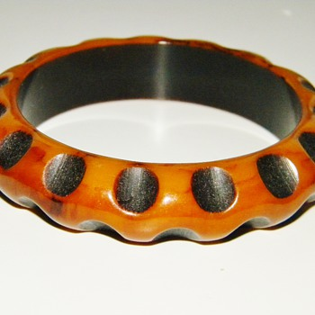 Vintage Deco Carved Bakelite Resin Washed Spots Bangle - Costume Jewelry