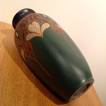 PLATEELBAKKERIJ DE DISTEL - c. 1910? - Art Pottery