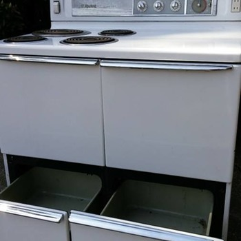 1948 Hotpoint Double-oven Electric Range model RD-5