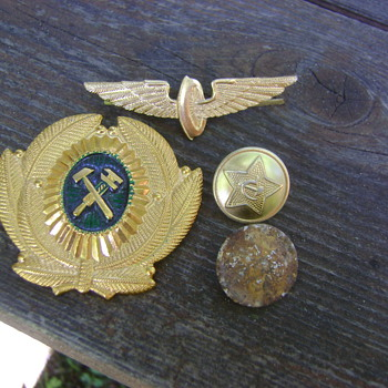 Soviet badges/buttons