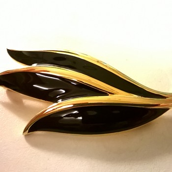 1980s Napier Black Enamel and Gold 3 Leaf Brooch Lapel Pin, Thrift Shop Find - Costume Jewelry