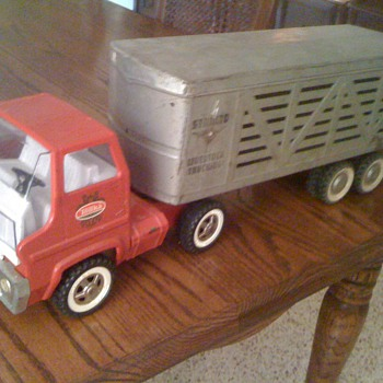 Structo Cattle Company Trailer on a Tonka Fire Truck - Model Cars