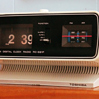 1970s Toshiba RC 681F Flip Clock Radio - Clocks