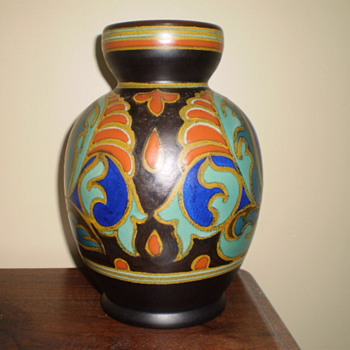 Gouda vase found at garage sale and I knew that it was special - Art Pottery