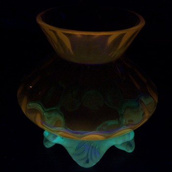 English Art Glass Honey Comb Posy Vase Glows Orange!