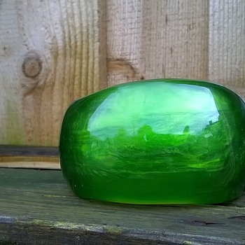 Asymmetrical Apple Green Lucite Bangle Flea Market Find 1,50 Euro ($1.62) - Costume Jewelry