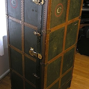 Wardrobe Trunk - 1st Class - Furniture