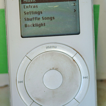 Vintage 10g Ipod, still works