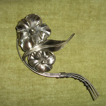 Sterling flower pin - Fine Jewelry