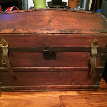 Vintage Barrel Trunk with Illustration Inside - Furniture