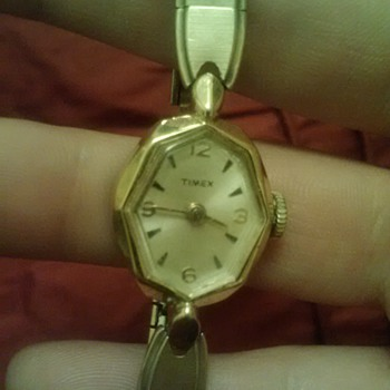 My grandmothers wristwatch!!