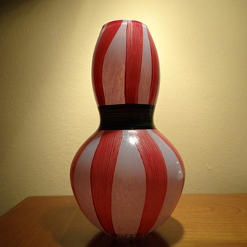 ULRICA HYDMAN VALLIEN FOR KOSTA BODA -SWEDEN - Art Glass