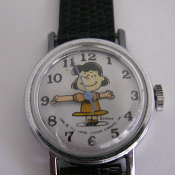"Peanuts Character ""Lucy"" Watch - Wristwatches"