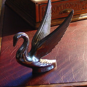  Swan Hood Ornament