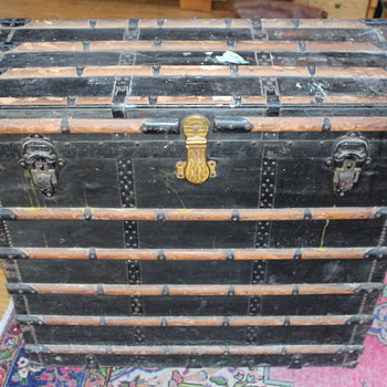 Mcleod Hawthorne & co Trunk