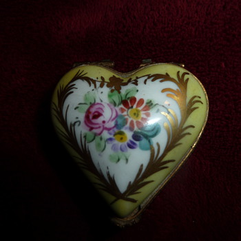 Porcelain trinket box - Art Pottery