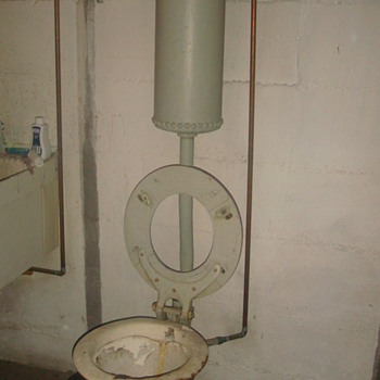 100+ y/o J.A. Vogel Frost Free Toilet