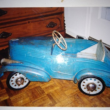 HELP! I need help identifying this pedal car and learning about it...