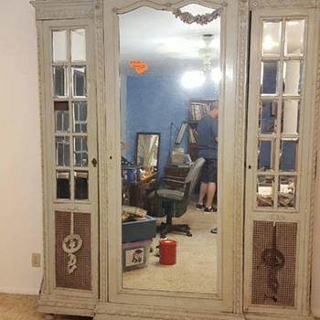 Antique armoire/wardrobe