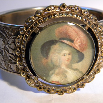Hinged bangle cuff bracelet with picture on it. vintage - Costume Jewelry