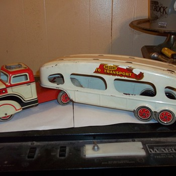 VINTAGE PRESSED TIN CAR HAULER - Model Cars