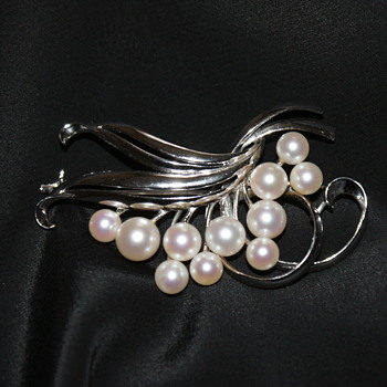 Vintage Mikimoto Pearls Sterling Brooch