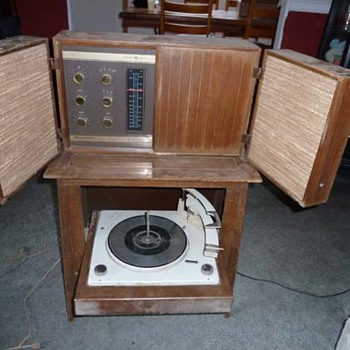 GE Stereophonic High Fidelity Stereo Phonograph