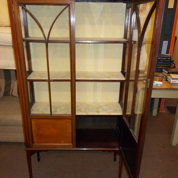 Elegant display cabinet
