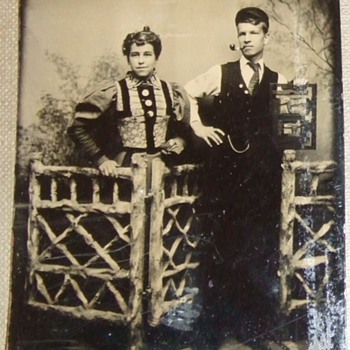 Help to ID object in this 1880s tintype - Photographs
