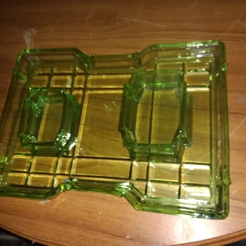 Dressing table set tray and two squarish bowls, trader said that its made from Arsenic? Does anyone know age and maker? - Art Glass