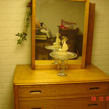 WOOD three drawer Dresser with Box Mirror with Clothes hanger in the Mirror