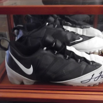 autographed JAMES JONES FIELD CLEATS 89 GREEN BAY PACKERS  - Football