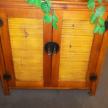 What style is this chest, is it vintage??