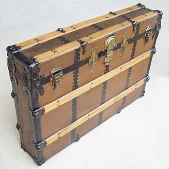 Unusual Narrow canvas covered trunk..a mystery.. Display trunk? - Furniture
