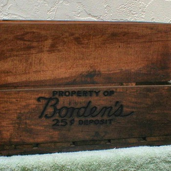1949 - Borden's Wood Milk Crate - Advertising
