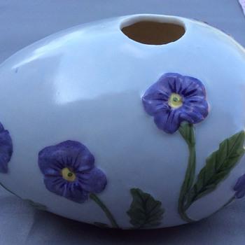 Unusual vase ?