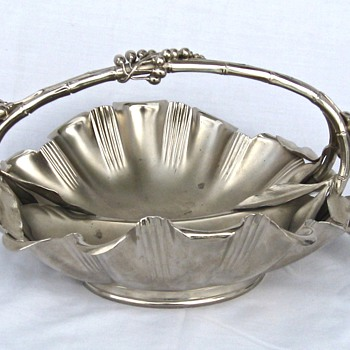 SILVER PLATE VICTORIAN? DIVIDED & HANDLED BERRY SERVING BOWL