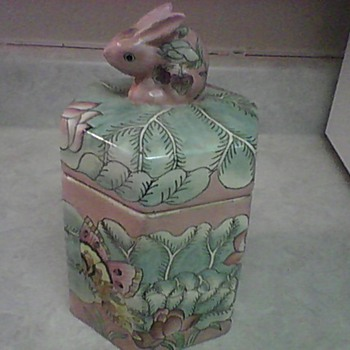 MACAU STAWBERRY BUNNY JAR - Art Pottery