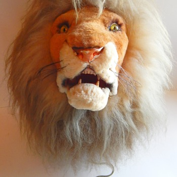 Marshall Fields, Western Germany Mechanical Lion Head Trophy with growling feature.