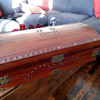 BB2 Craftsman's Trunk Replica 1820's - Furniture