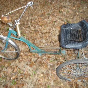 older 3 wheel bicycle - Sporting Goods
