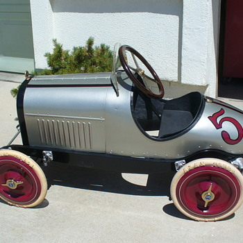 Duesenberg pedal race car. - Model Cars