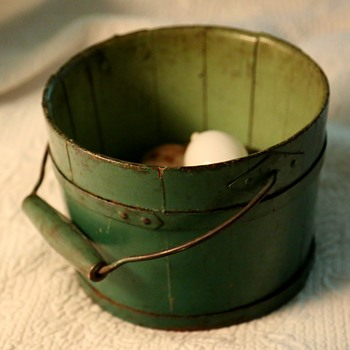Green-painted Shaker Berry Bucket  - Folk Art
