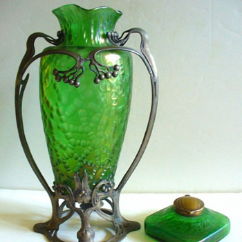 KRALIK INKWELLS AND VASES 03 - Art Glass