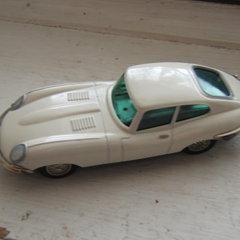 Schuco 1047/1 Key-wind Micro-racer Jaguar e-type - Model Cars