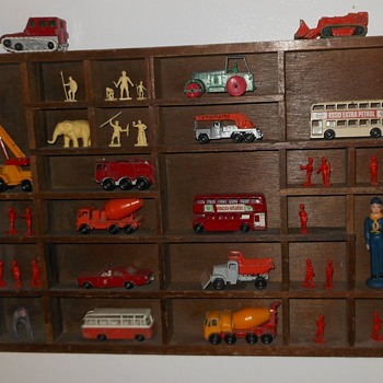 Printers Tray With Matchbox Beaters and Airfix Figures - Model Cars