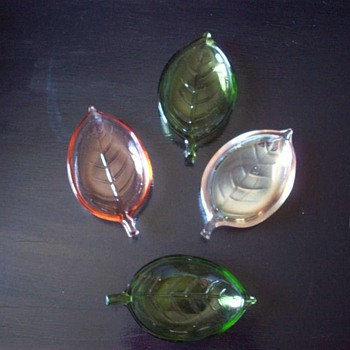 Vintage Mid Century Modern Glass Leaf Dish 60's Set of four Nut and Candy Dishes
