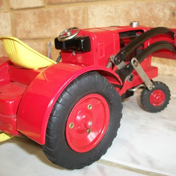 TIN TOY TRACTOR - Tractors