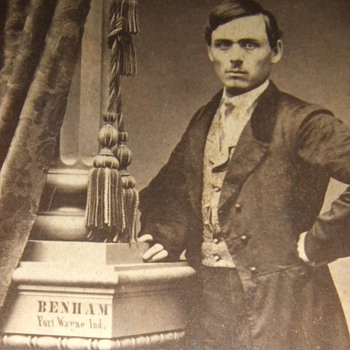 CDV with photographer&#039;s name painted on column